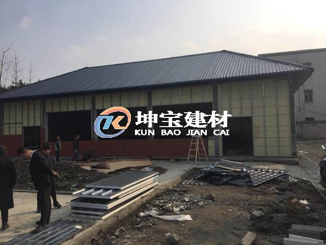 成都双流蛟龙港工业厂区正在翻修屋面建设改造