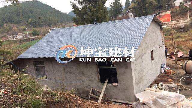 新建屋面采用合成树脂瓦